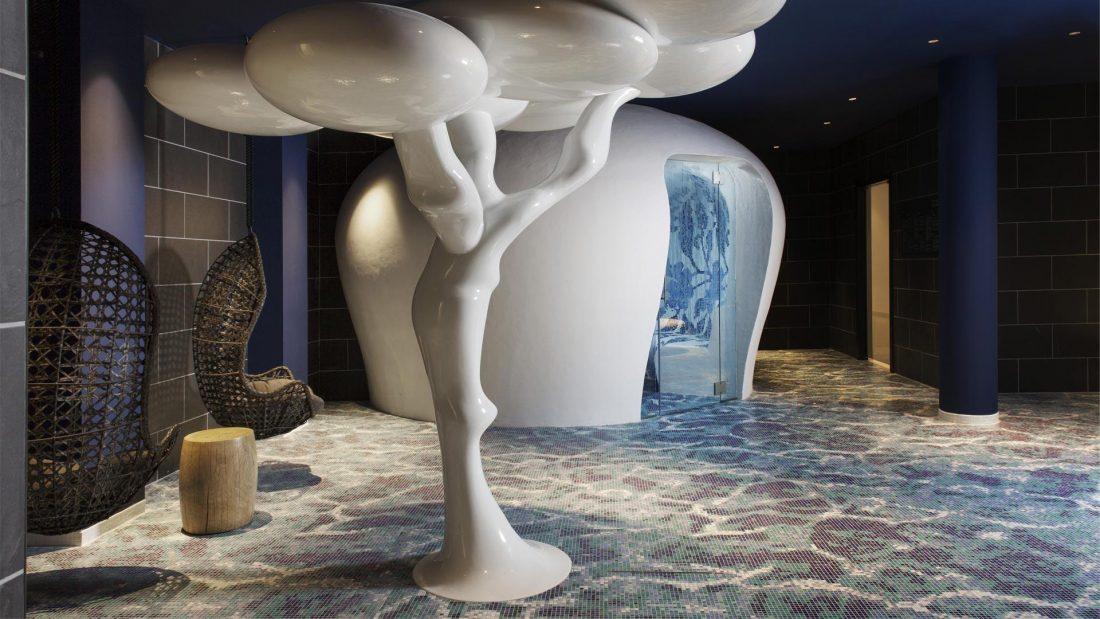 Wnętrza w hotelu Iberostar Grand Hotel Portals Nous zaprojektował Marcel Wanders.